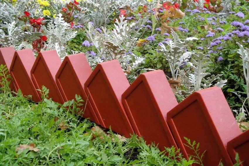 Parterres de fleurs en briques photo